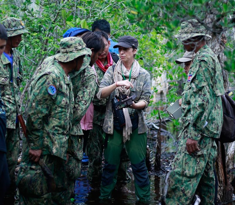 Vanessa-explains-camera-trap-set-up-to-PKWS-rangers